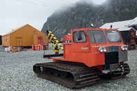 Image of a snow Tractor at the Orcanadas